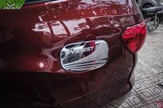 Ốp nắp bình xăng xe Ford Everest