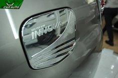 Ốp nắp bình xăng xe Innova